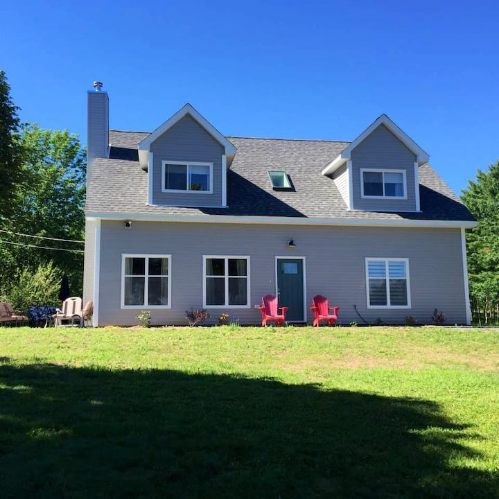 Four bedroom, four bath ocean front on Mahone Bay