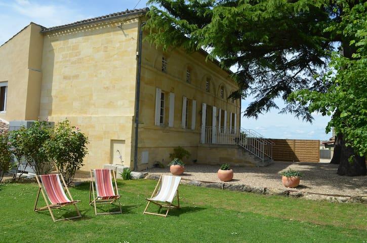 Chartreuse entre St Emilion et Bordeaux - Génissac - House