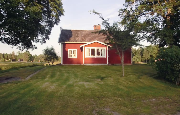 Holiday cottage with 3 bedrooms on 135m² in Annerstad