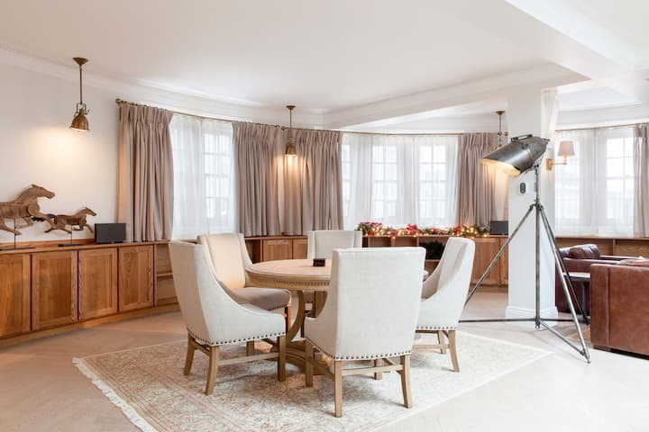 ♛ QC Most Luxurious Suite | The Jean Talon room