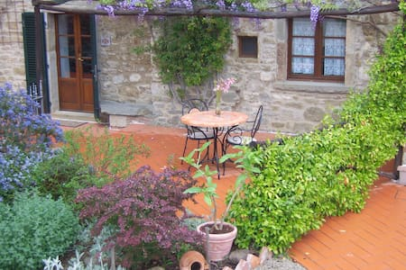 The Molinello. One bedroom Tuscan Mill with Pool - Cortona
