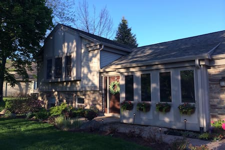 Lakefront home 18 Minutes to MSU, East Lansing. - Laingsburg - House