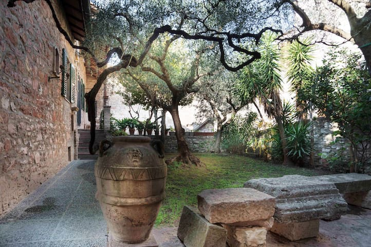Beautiful Home Assisi centre. Room with bathroom - Assisi - Talo