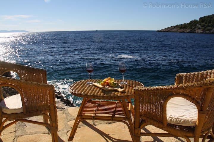 Robinson's house Relax & Adventure - Milna - Hus