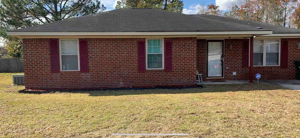 The Mediley, relaxing 3/2 in Hinesville, sleeps 8.