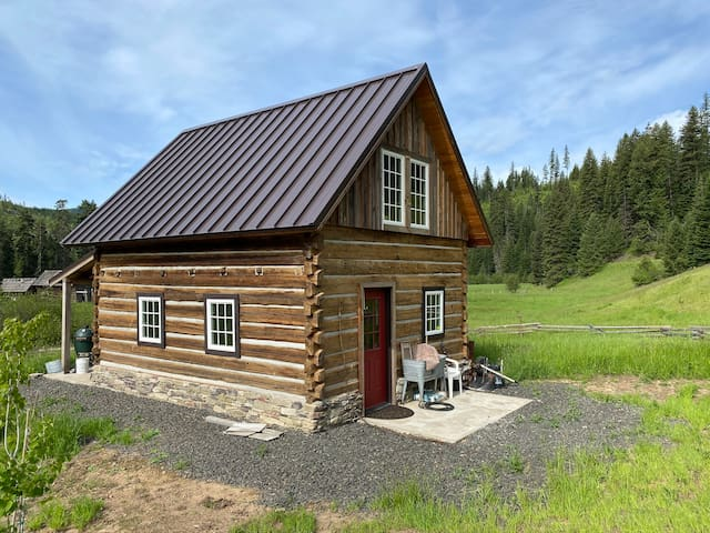 Palouse River Cabin. Secluded and peaceful.