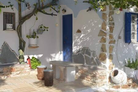 Aposperitis Room's Kini Syros