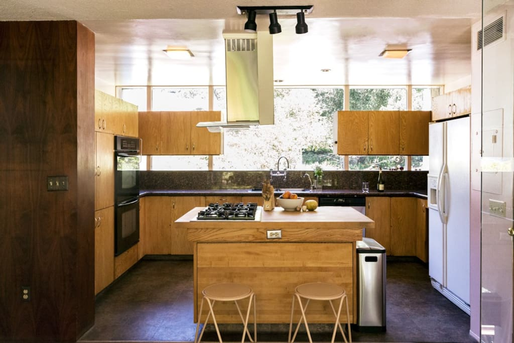 kitchen - 5 burners, 2 ovens, dishwasher