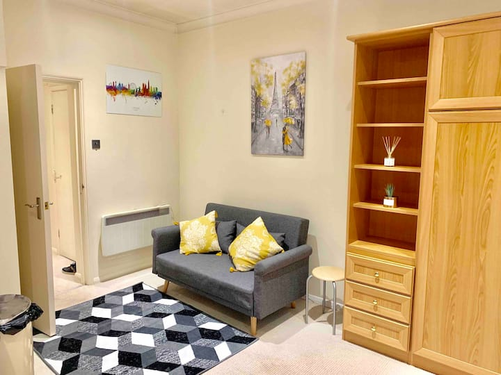 STYLISH STUDIO CENTRAL LONDON- VICTORIA