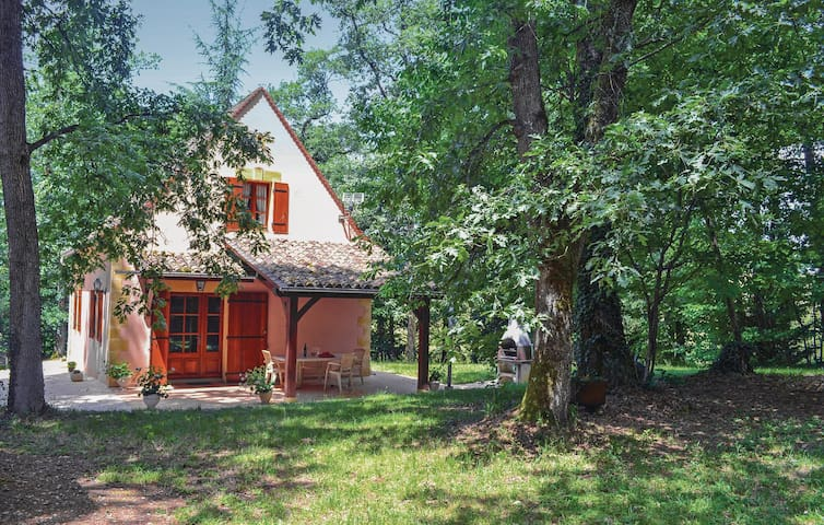 Holiday cottage with 3 bedrooms on 90 m² in Monpazier