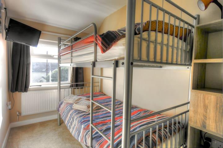 Bedroom 3 Bunk beds, TV