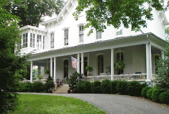 Susquehanna Manor Inn, Bed and Breakfast - Marietta