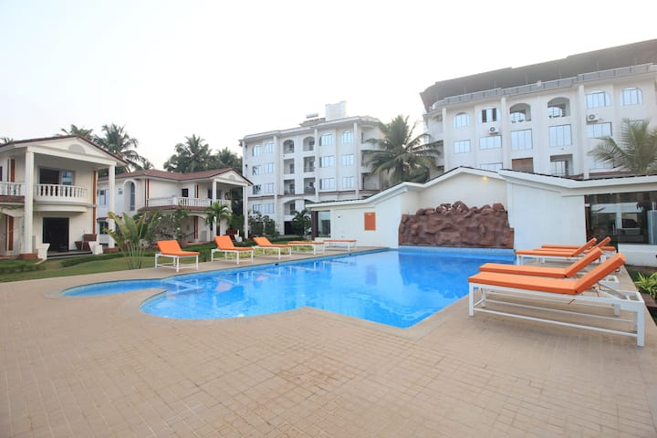 1 BHK Suite with Pool & Stunning Landscapes Morjim