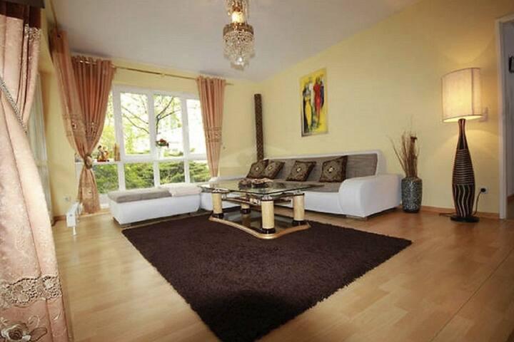 bright 3 bedroom flat in stuttgart