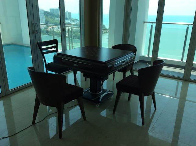 背山面海带私人泳池的近500平米豪宅,带三个车位,两个中西橱房。 - Tanjung Bungah - Apartment