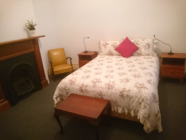 Private room, one double& single bd - Fullarton
