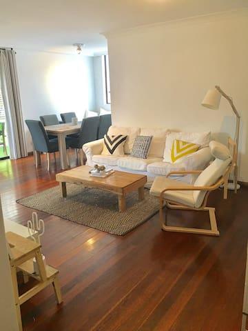 Cosy Queen Size Bedroom in Bondi!
