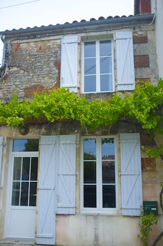 Adorable maison de village  - Saint-Fort-sur-Gironde - Hus