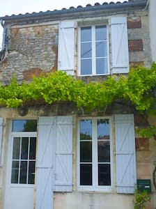 Adorable maison de village  - Saint-Fort-sur-Gironde - Haus
