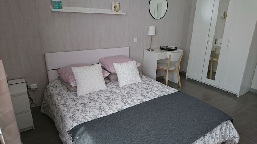 Quiet and cosy flat, town center, central Brittany