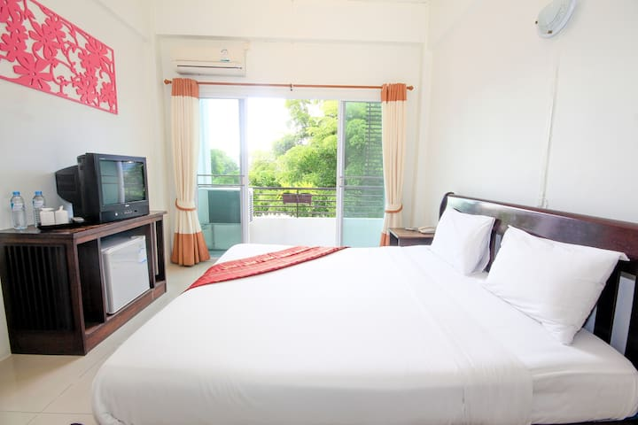 Relaxing King bed room in the city of Chiang Rai