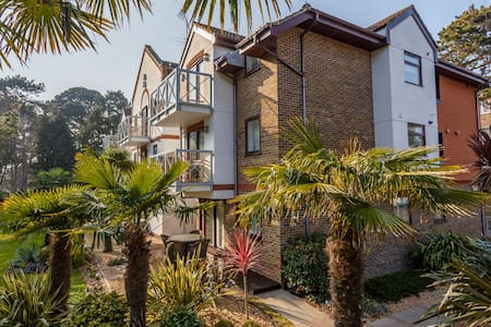 '9 Compass Point' - 2 bed flat in Sandbanks