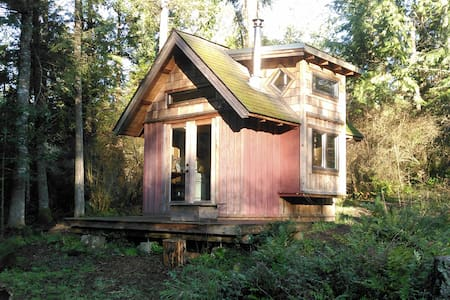 Ravensong Homestead's Forest Cabin - 小屋