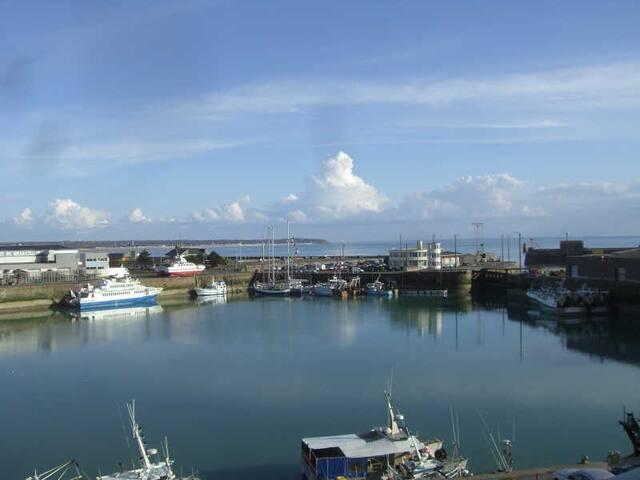 Magnifique 2 Pièces face au Port de Pêche