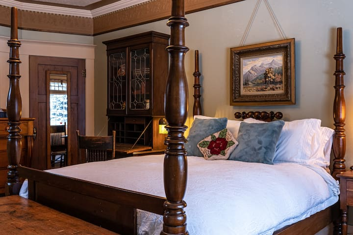 Palmer Bedrm- Large sunny main floor master bedroom with a sitting area looking onto the gardens. Snuggle into the antique four poster bed with a new queen mattress, a stunning walnut secretary desk, 1850's pine dresser and chest and full closet.