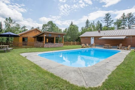 Family Compound  Pool house - Burke - Hus