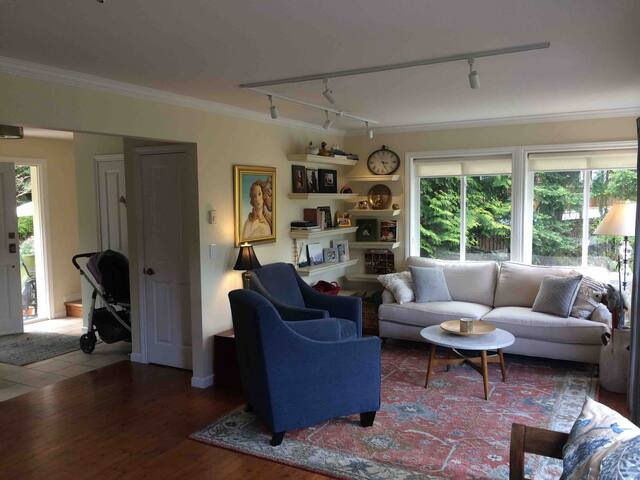 Family home & 1BR apartment on Bowen with views