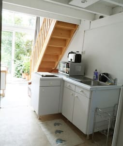 Small studio, city center Le Mans, all transports. - House