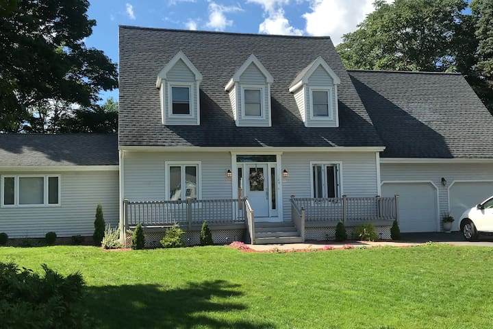 Private spacious home close to Wesleyan University