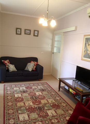 One bedroom self- contained flat - Mitchelton - Apartment
