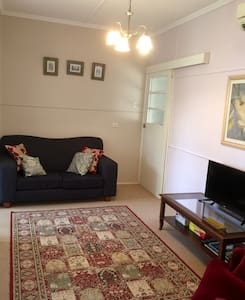 One bedroom self- contained flat - Mitchelton