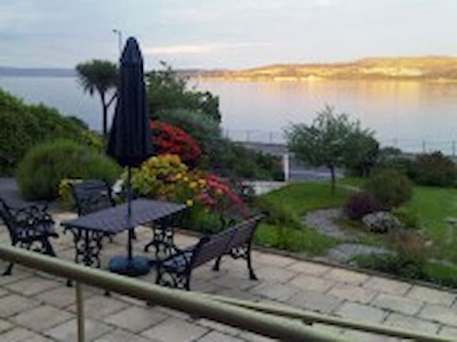 Panoramic views overlooking the Firth of Clyde. - Dunoon - Casa de huéspedes