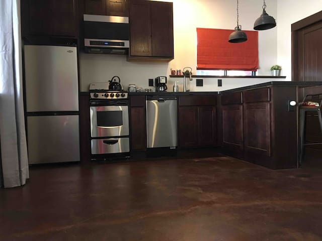 Custom, fully equipped kitchen with granite countertops, hickory cabinets