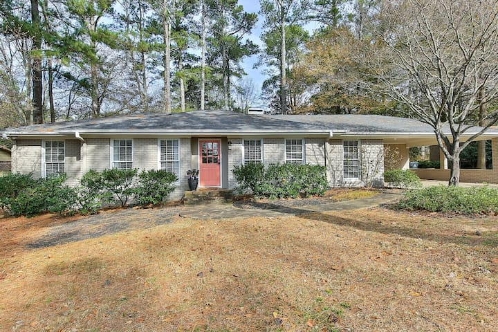 Beautiful bungalow right in Historic Roswell