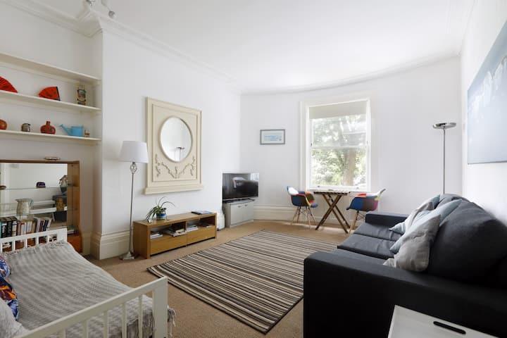 Brighton Super Location -Cosy & Spacious Apartment