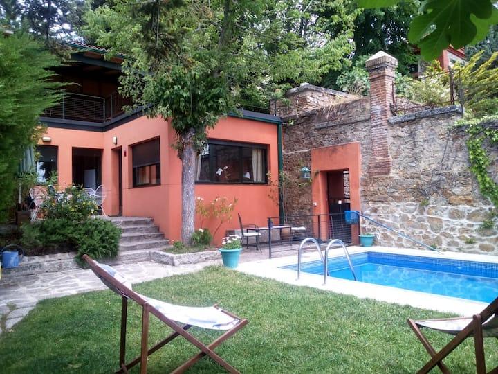 Casita individual con piscina en El Escorial.