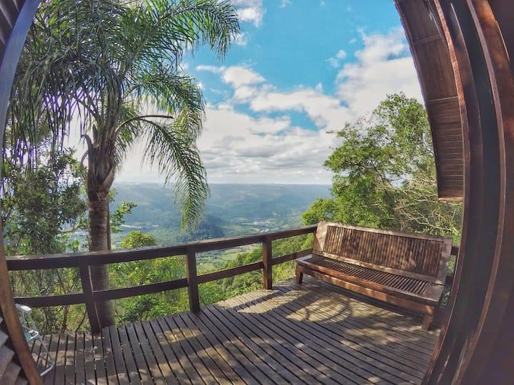 Cabana rústica na montanha com vista para o vale!