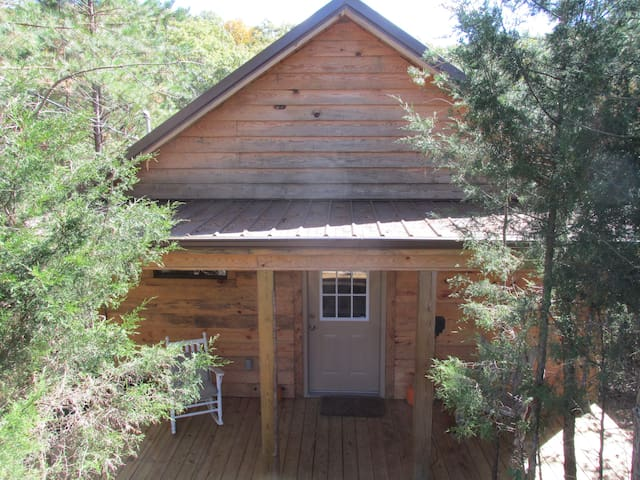 Secluded Cabin In Woods For 2: Classy, Has Hot Tub