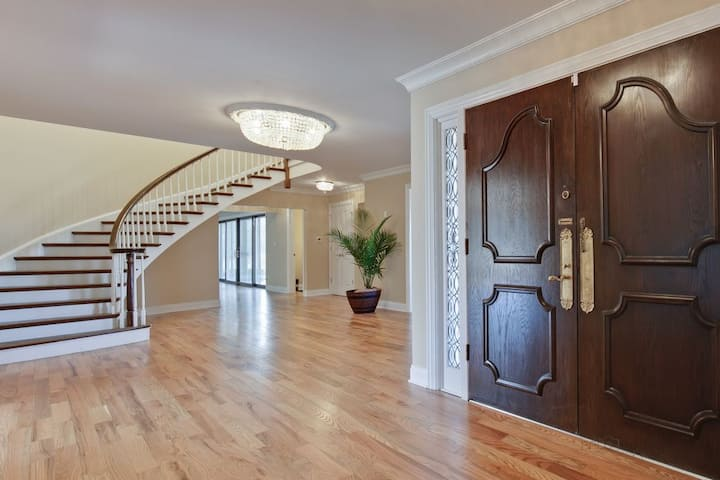 Newly Remodeled Northshore Luxury Living Home