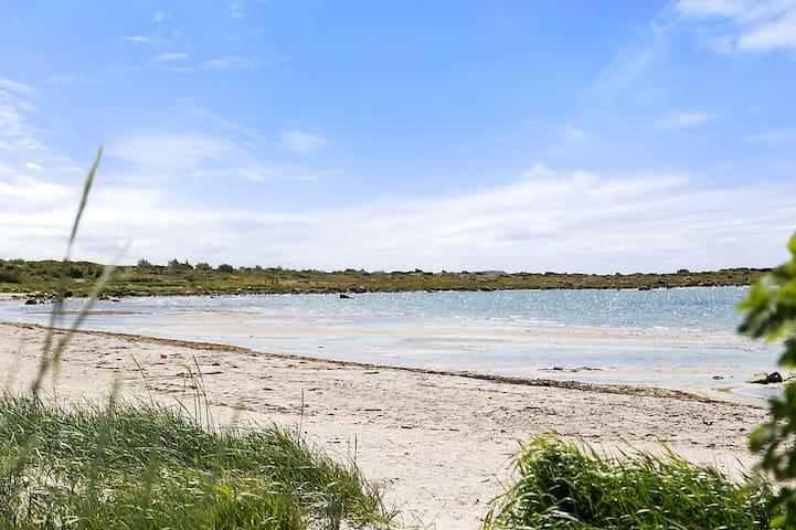 Mysig stuga vid havet söder om Varberg