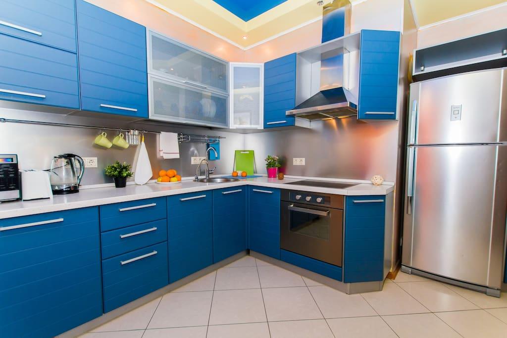 Рабочая зона и вместительный холодильник