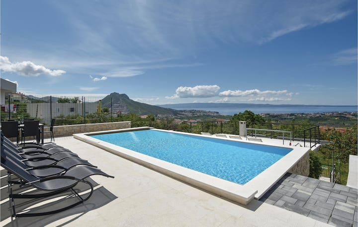 Awesome home in Mravince with Outdoor swimming pool, WiFi and Outdoor swimming pool