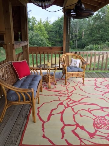 Relaxing lake retreat close to Carbonale IL