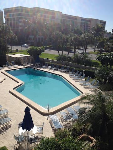 Lido Beach condo with pool! - Sarasota - Apartamento