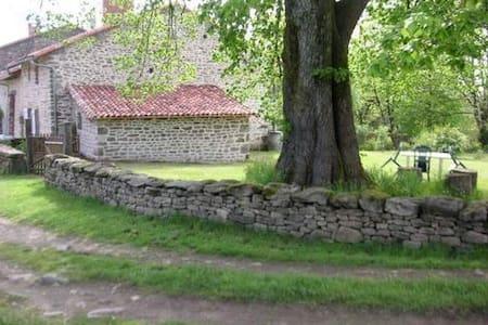 charmante maison à la campagne - Roussac - Hus