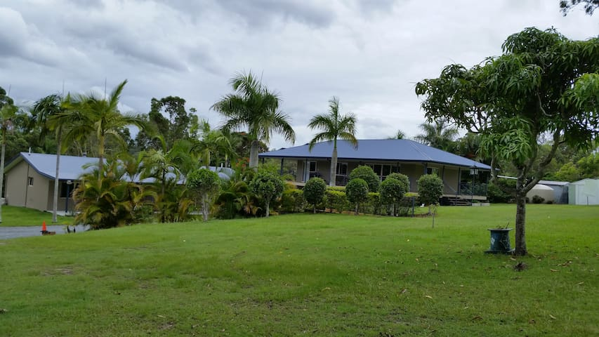 Gold Coast Acreage near Robina - Tallai - Villa